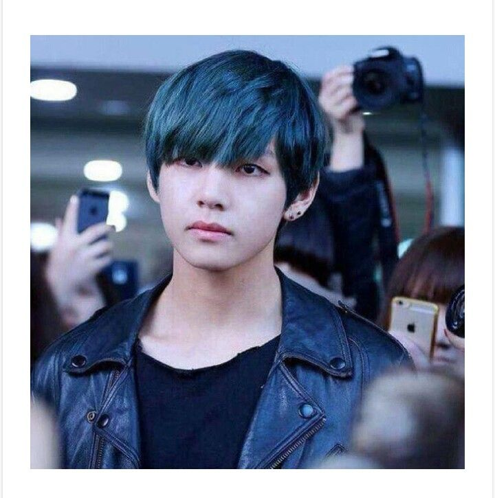 This Was A Good Time Blue Haired Taehyung Bts In 2019 Pinterest