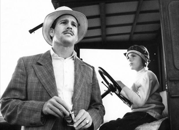 "Peter Bogdanovich's Depression-era comedy ""Paper Moon"" (1973) starred Ryan O'Neal and his daughter, Tatum O'Neal"