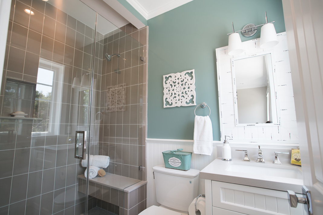 Studio Bathroom Reveal With In The Moment From Behr Bathroom Colors Bathroom Paint Colors Bathroom Design