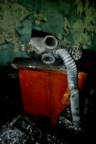 Image de red, gas mask, and grunge