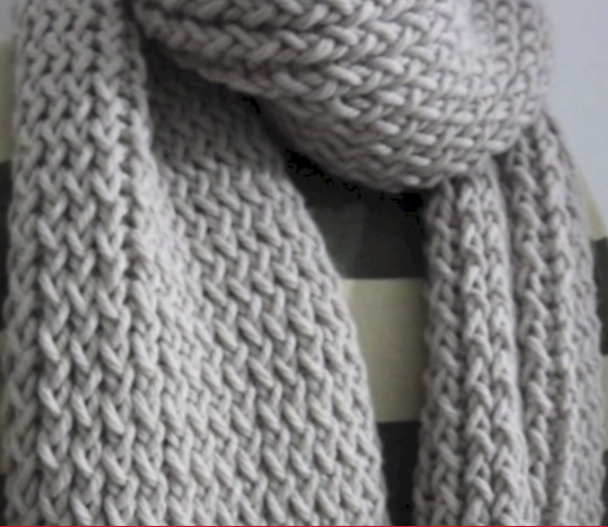 Loom Knitting Scarves : In four easy steps tuteate teaches you how to use your