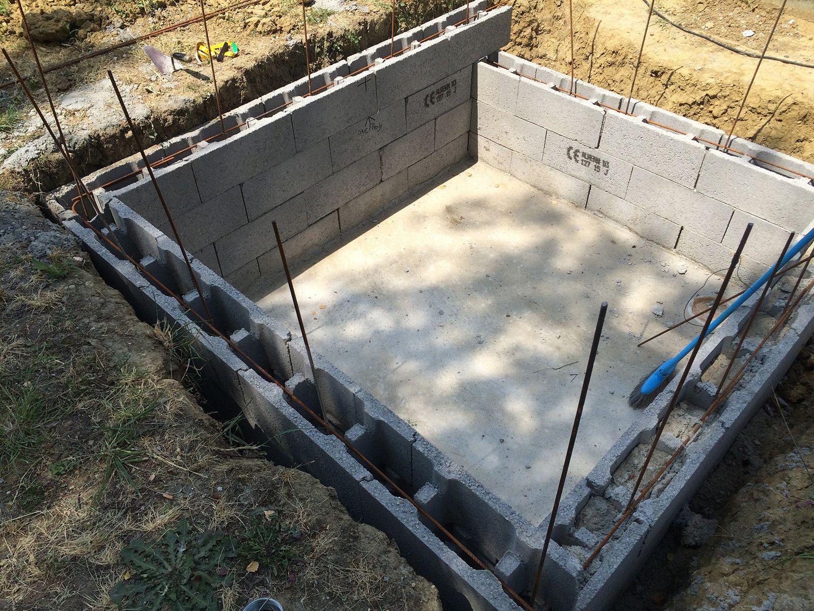 Construction D Une Piscine début de la construction de la piscine, dalle béton, murs et