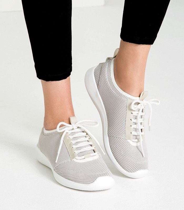 67d3cefbd4d 7+Sneakers+That+Won t+Make+Your+Feet+Look+Bulky+via+ WhoWhatWear