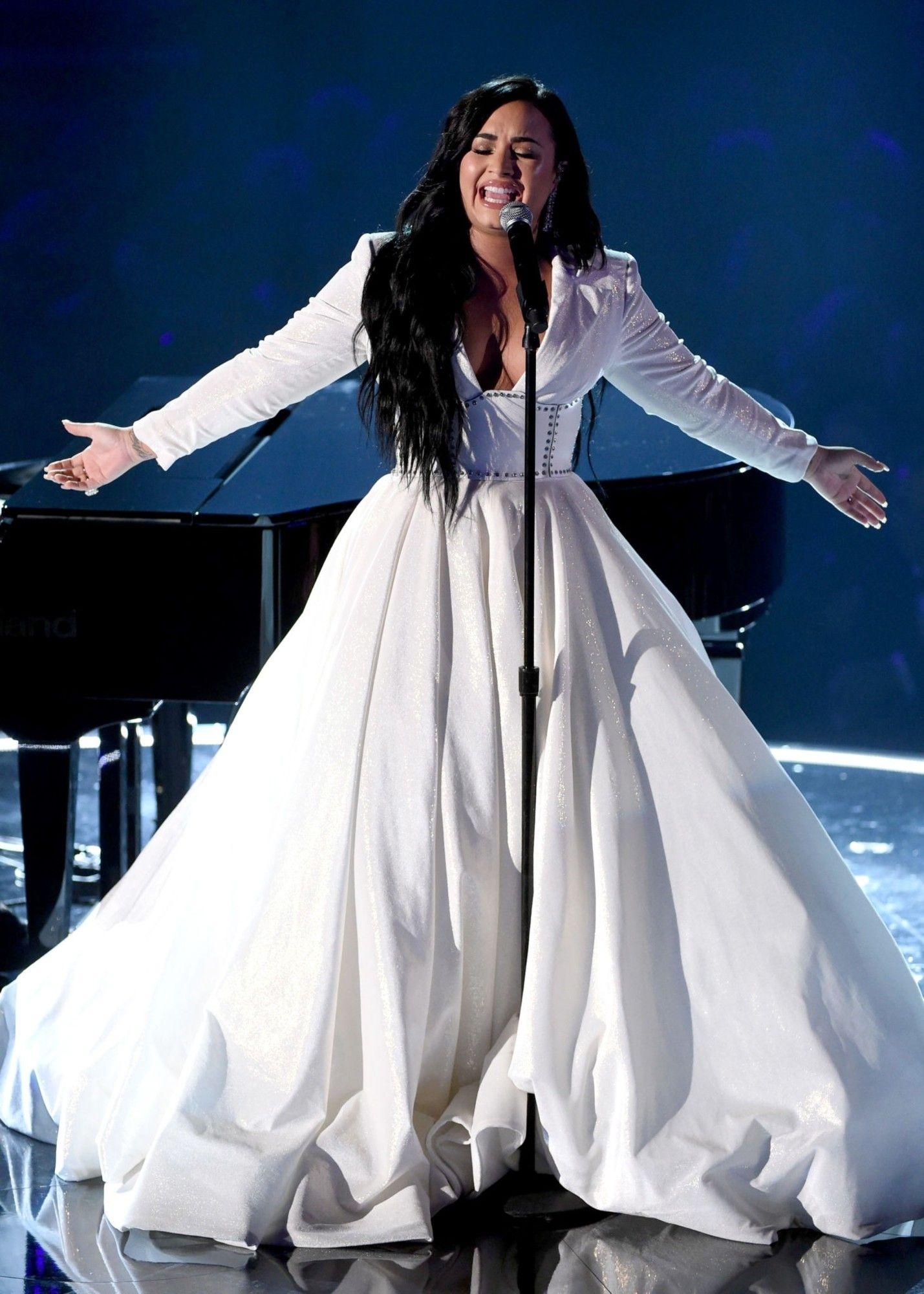 Demi Lovato Grammy S 2020 Em 2020 Demi Lovato Looks Cantores