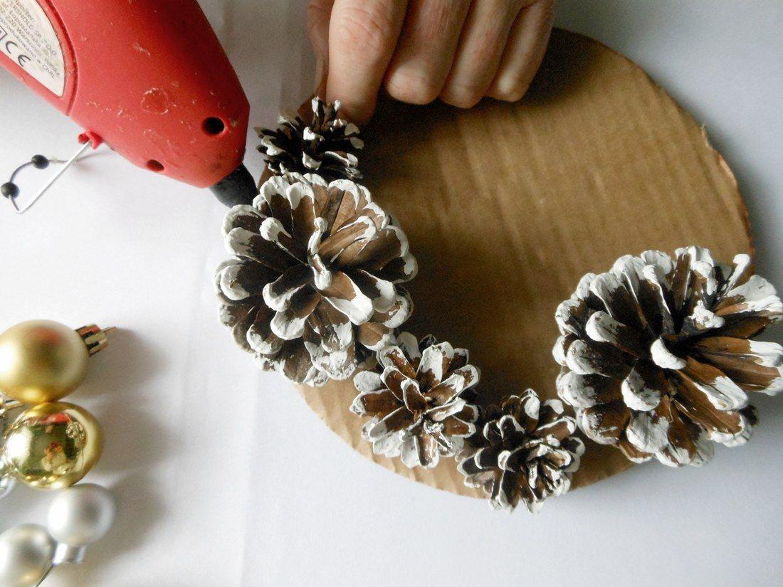 Świąteczny stroik z szyszek DIY   Cup of Nature