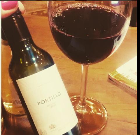 Meia garrafa de vinho: a quantidade exata pra seu dia▼