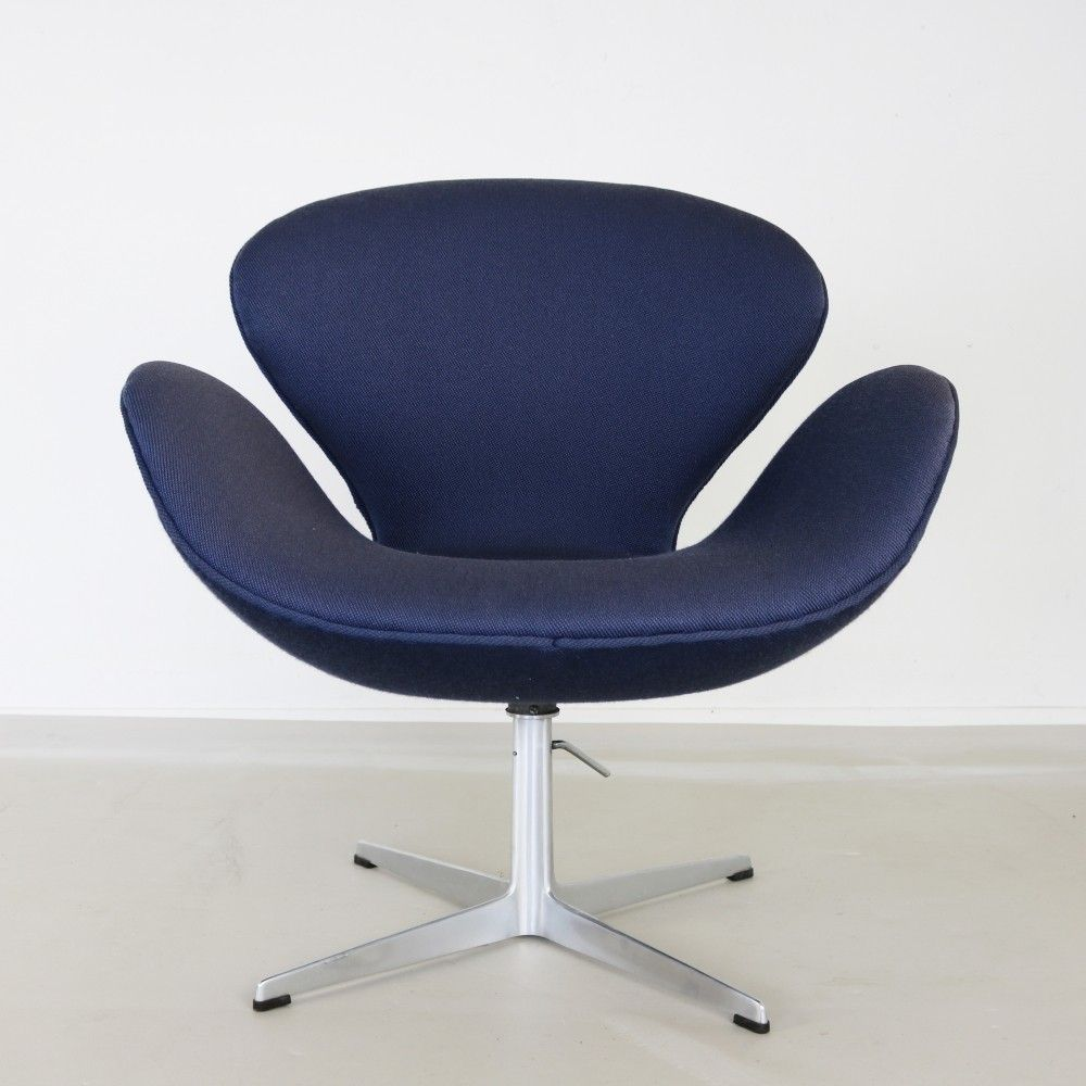 Swan 3322 Lounge Chair From The Sixties By Arne Jacobsen For  # Muebles Sixties