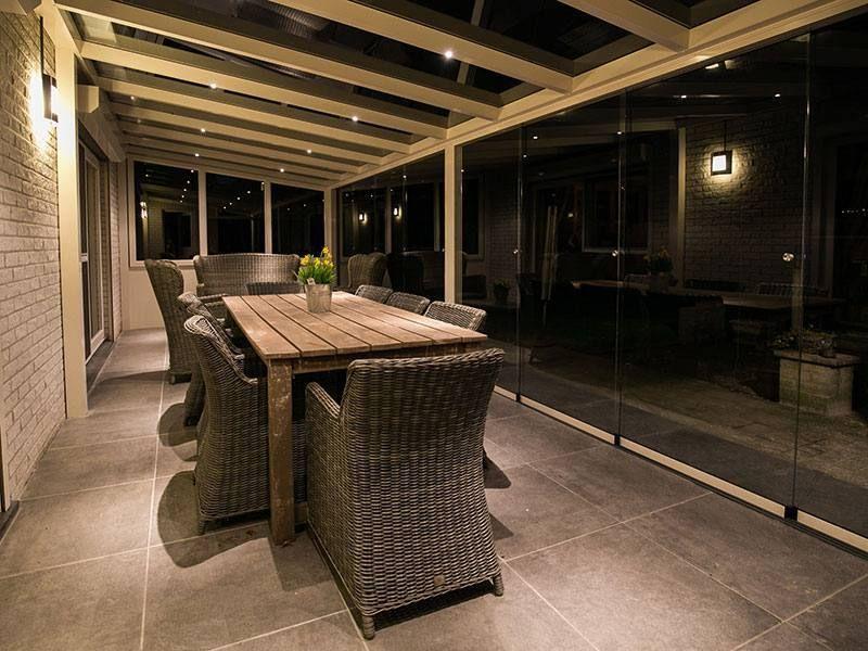 Beleuchtung Terrasse moderne terrassenüberdachung aus aluminium in weiß mit beleuchtung