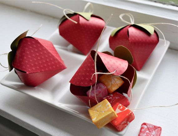 Strawberry shaped favor boxes   Origami and Paper craft ...