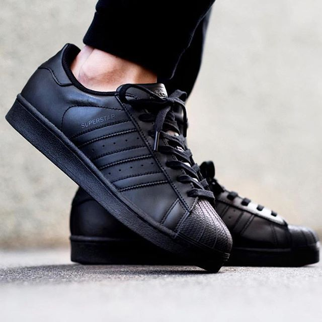 04c55de8b1efb7 Adidas Superstars all black size 9