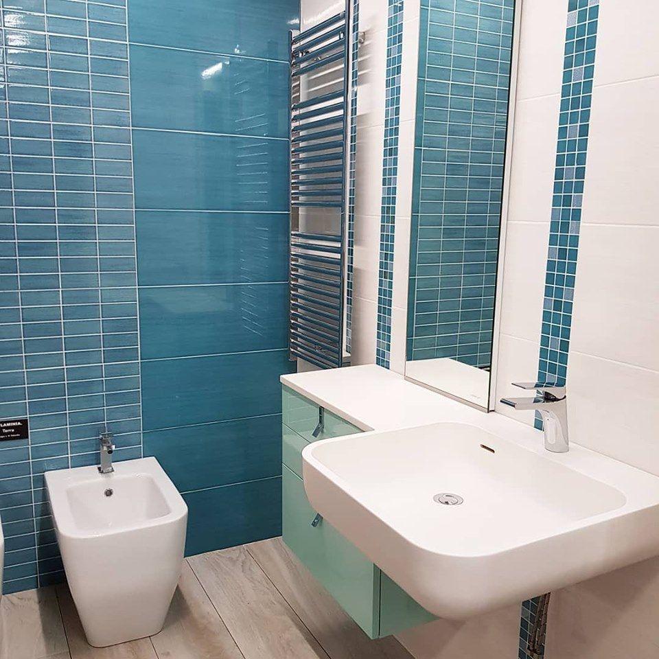 Dal nostro #showroom una proposta per un bagno colorato e di ...