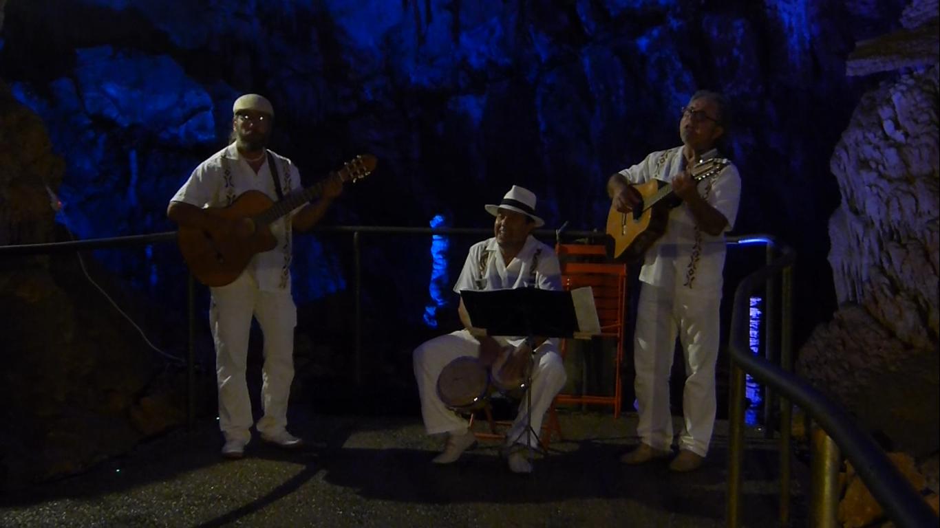 Grotte de la Salamandre, concert Trio Mango 18 Juillet 2014, Soirée Cubaine et Salsa. Photo Marine Eveillard