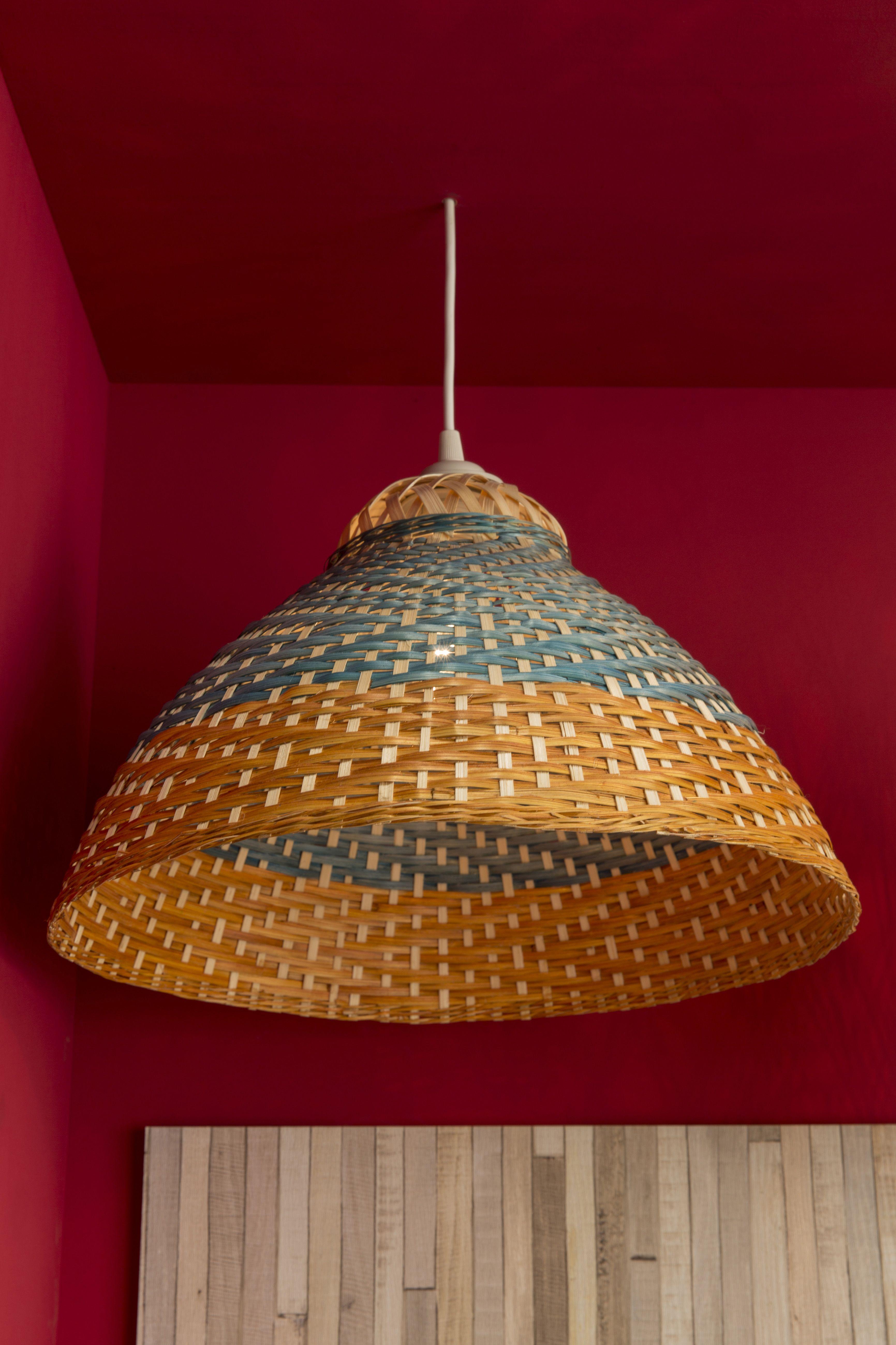un lustre plafonnier en bambou orange et bleu pour une ambiance authentique lustre gypsetter. Black Bedroom Furniture Sets. Home Design Ideas