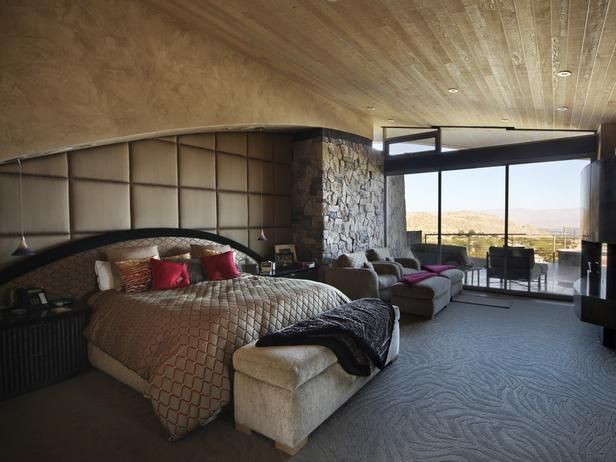 Million Dollar Rooms: Desert Mansion's master bedroom.