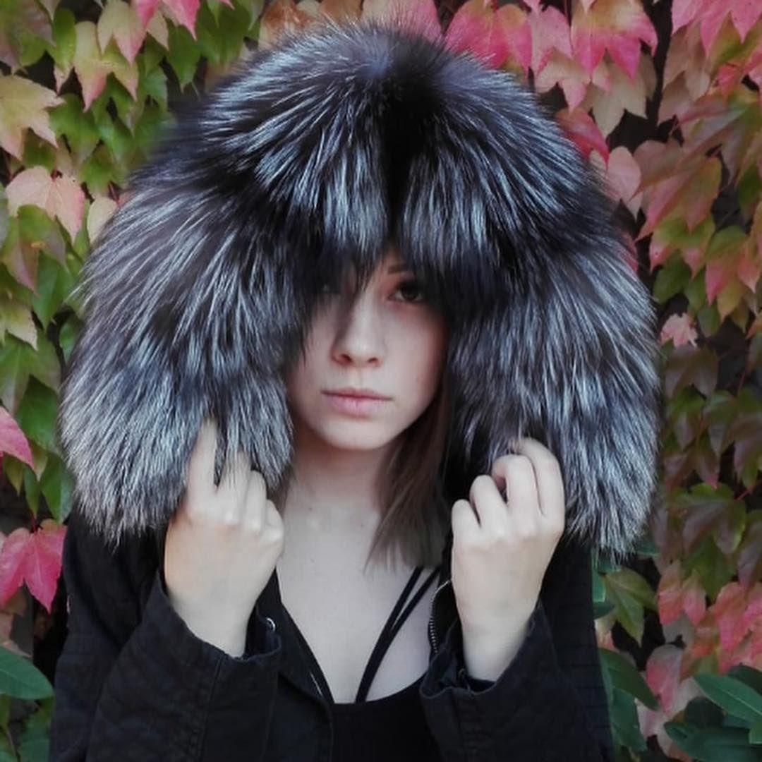 Aleksander Dobrochlop V Instagram Czarna Parka Srebrny Lis Elegancja Obszycia Kapturow Jak I Calych Parek Futrami Jenotow In 2020 Winter Hats Hats Fashion