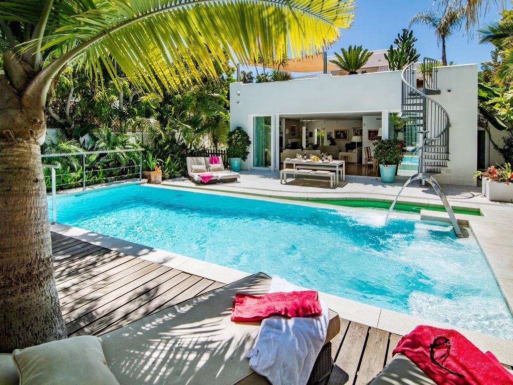 villa para 12 personas con terraza jard n y piscina con