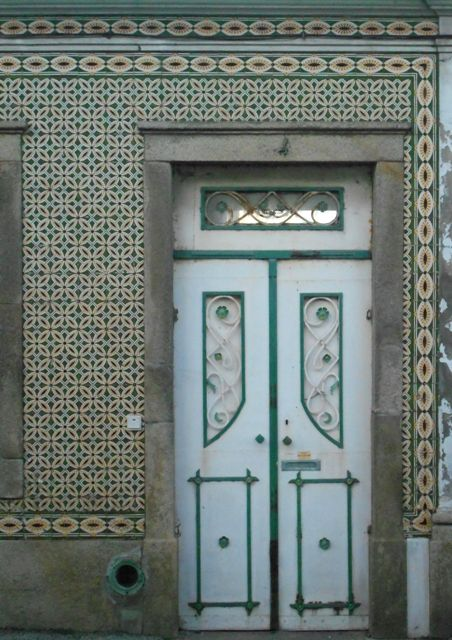 Lovely Portuguese Tile Pattern found in many Portuguese City Buildings.
