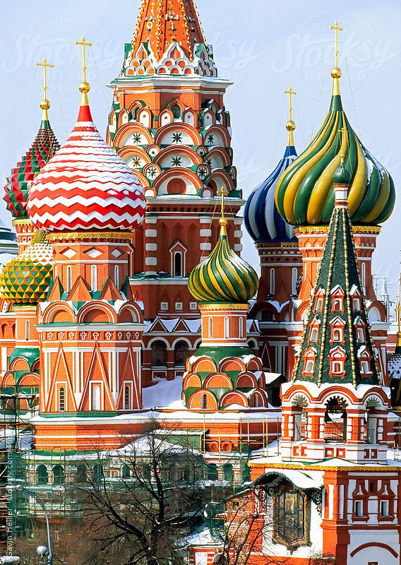 St. Basil's Christian cathedral in winter snow, Red Square ...