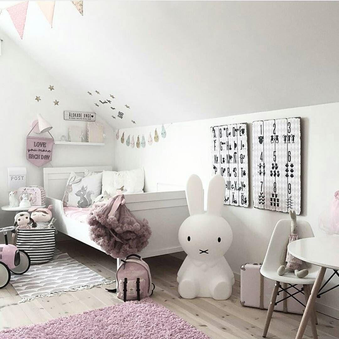 Sjekk ut dette nydelige barnerommet til flinke @mykindoflike #gofollow  _____________________________________ #interiør #inspire_me_home_decor #interior #interior4all #interiorwarrior #interior9508 #passion4interior #interior_and_living #ssevjen #casachicks1 #asafotoninspo #interior123 #interior125 #vakrerom #vakrehjemoginteriør #finahem #landligehjem #nordichome #lileforlike #vscocam #hanne_ #skandinaviskehjem #interior2you #instagood  #interiormagasinet #vscophile #interior_delux by…