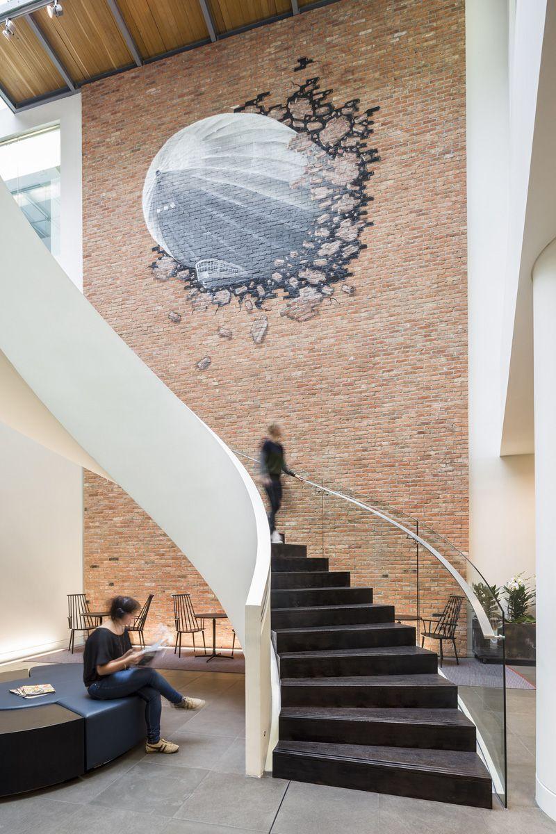 Auch Warner Music Hat Beim Design Des Neuen Hauptquartiers In London Auf.  Office Mural ...