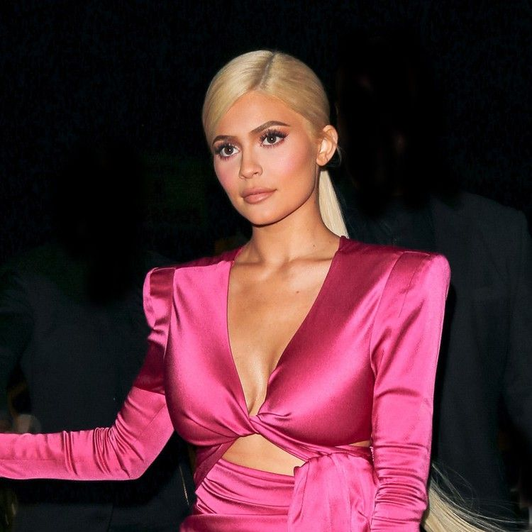 Kylie jenner pulls off her trickiest hair color yet