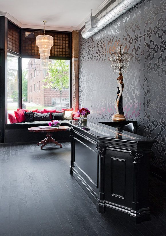 un salon de coiffure au style glam 39 rock salons salon ideas and spaces. Black Bedroom Furniture Sets. Home Design Ideas