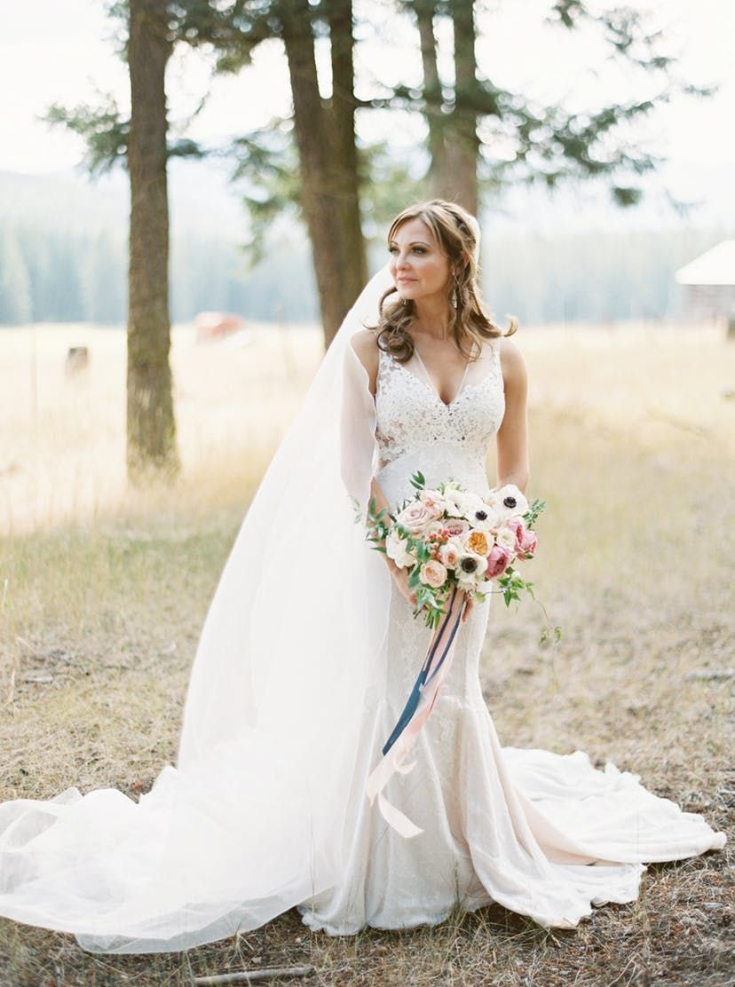 Elegantly chic rustic wedding in montana with colorful details