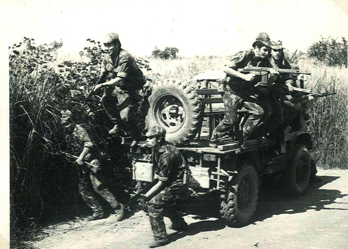 Portuguese soldiers in action | African Colonial War 1961-74