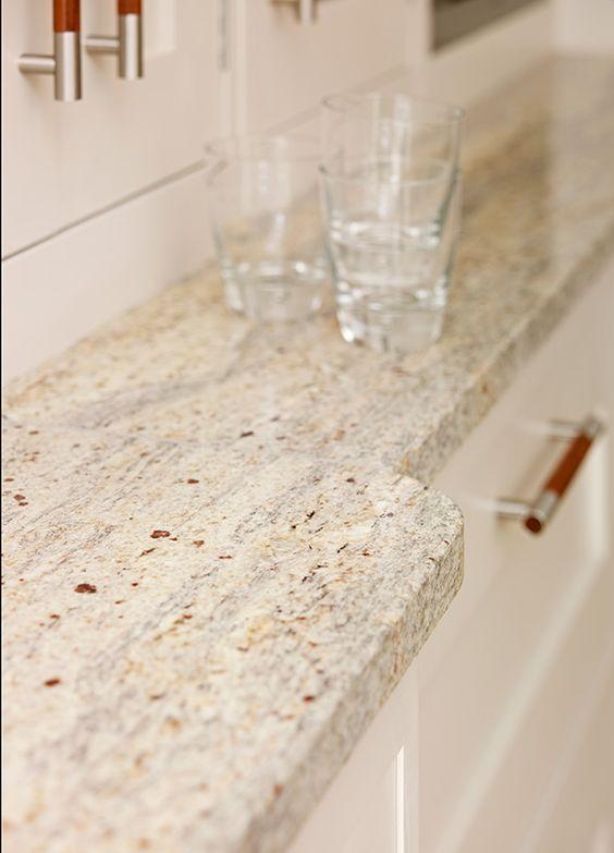 Richmond Townhouse   Kitchen Case Study   Davonport Granite · Windrose ArbeitsplatteBeige SchränkeNussbaum KüchenschränkeDunkelbraune ...