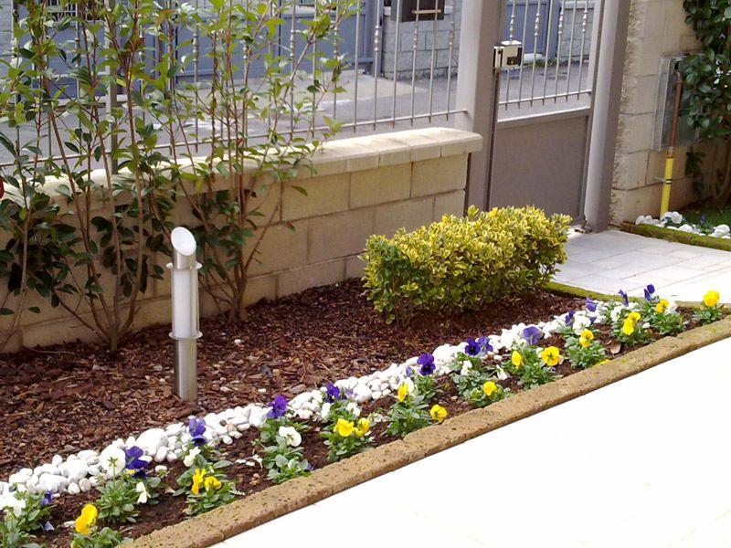 Risultati immagini per aiuole giardinaggio pinterest for Cordoli per aiuole in tufo