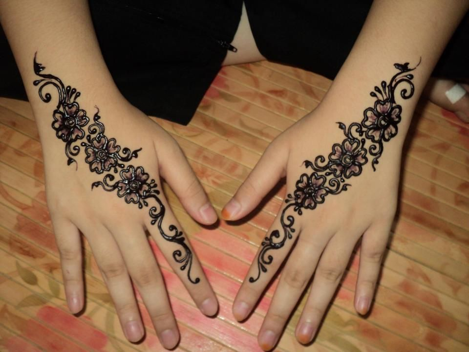 Inai Party Mehndi Red Cone : Mehndi traditional henna art photos «twistedsifter