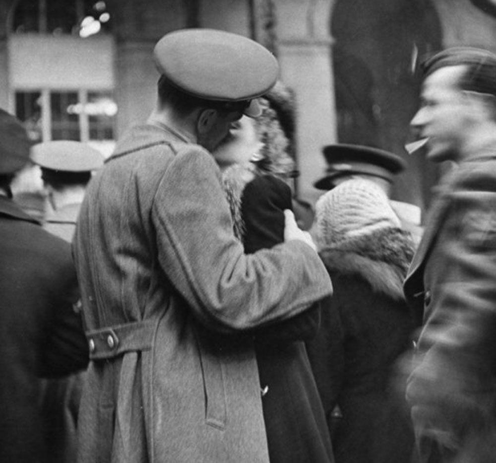 The Last Kiss Goodbye New York 1943 Romantic Photos Vintage