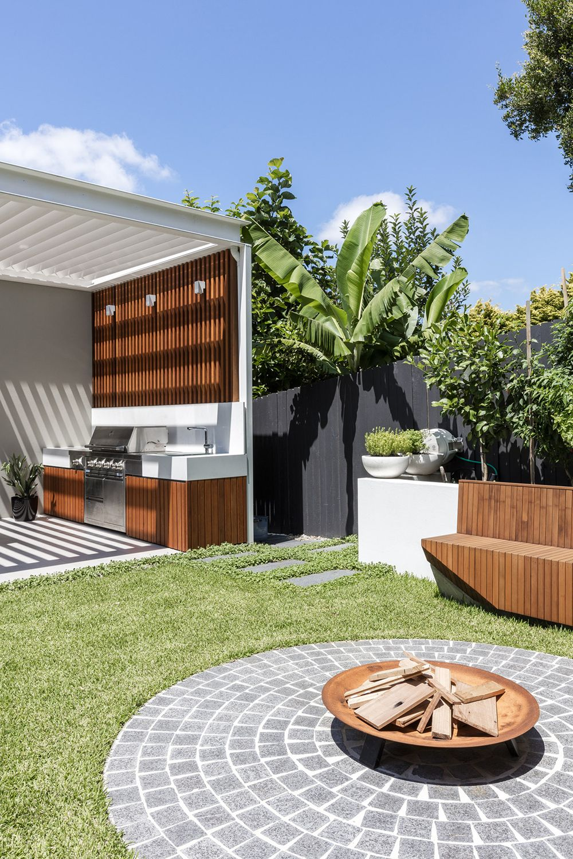 30 Outdoor Kitchen Ideas Inspirations Backyard Seating Modern Backyard Backyard Seating Area