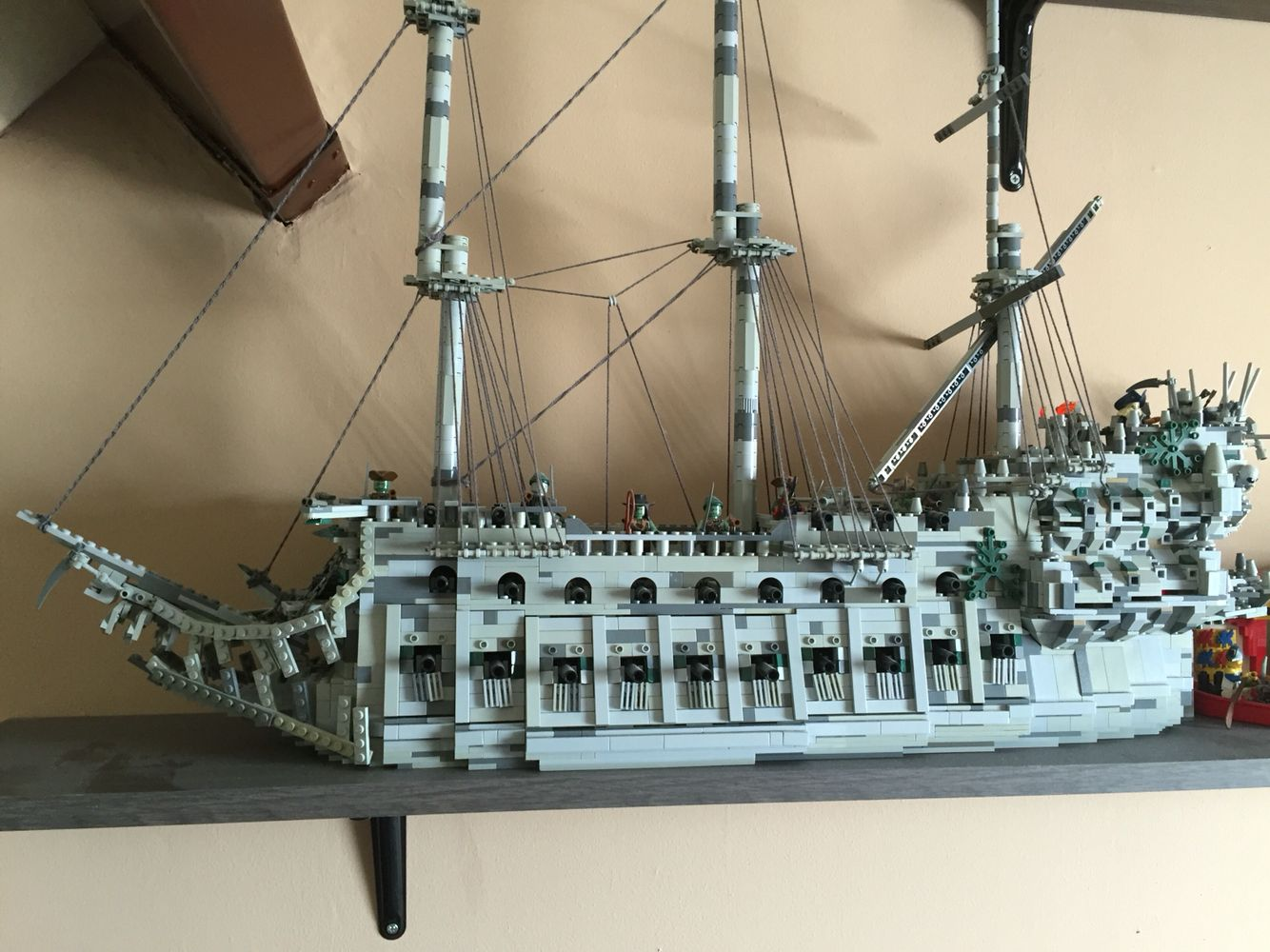 lego potc flying dutchman pirate ship lego pinterest. Black Bedroom Furniture Sets. Home Design Ideas