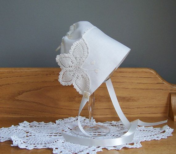 IVORY OFF-WHITE LACE BABYS BONNET WITH BUTTERFLY MOTIF CHRISTENING BAPTISM