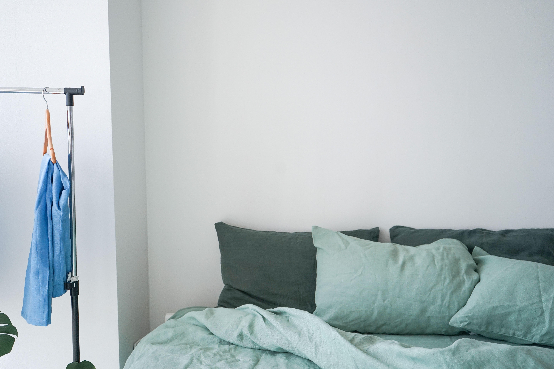 seamelinen linen bedding linen duvet linen pillow cases sage forest green emerald minimalistic bedro beautiful bedrooms linen bedding natural home decor