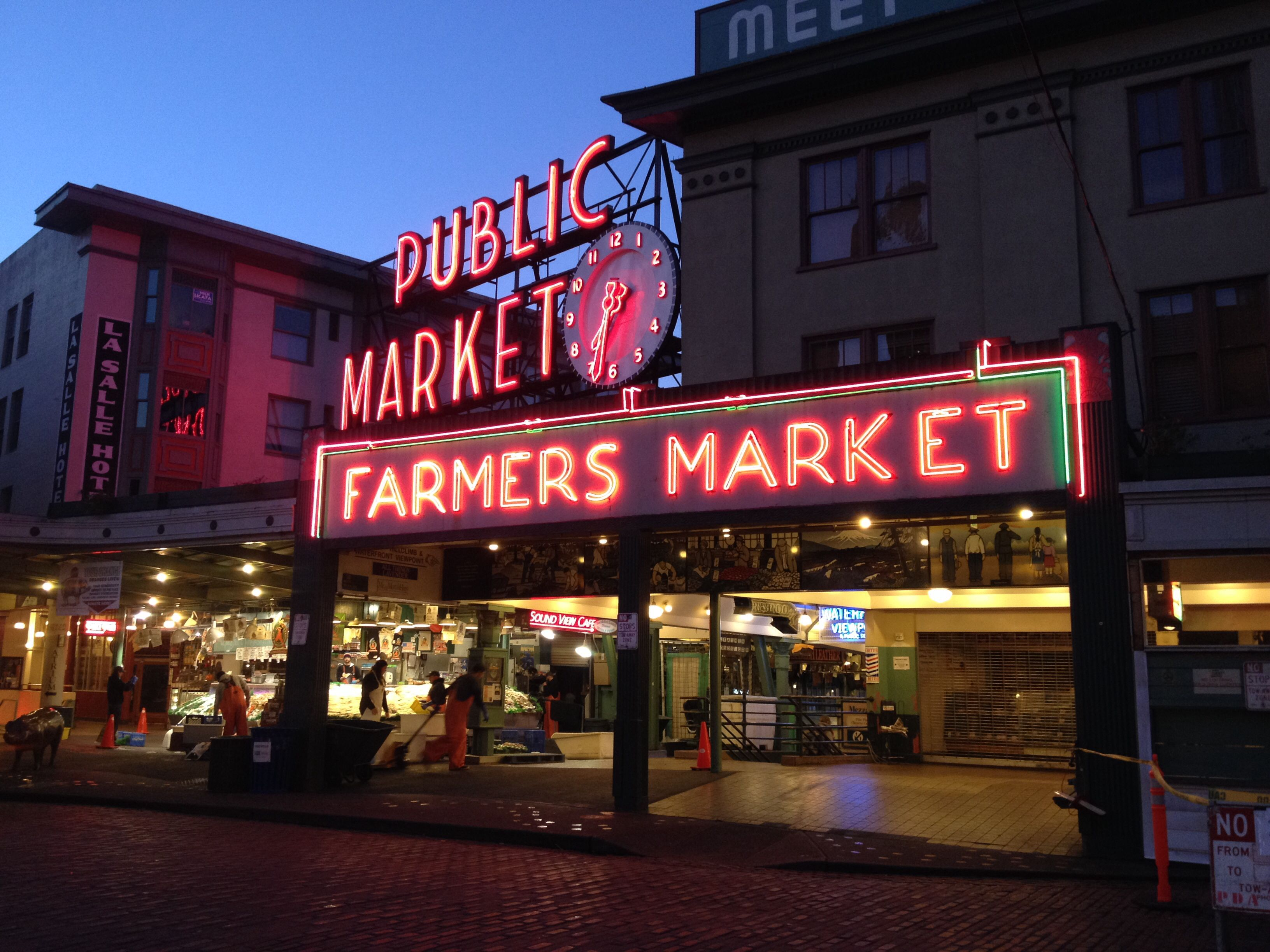 Early rise at seattle public market pikes place market