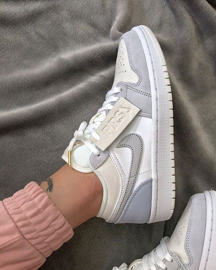 Pin by saimilyydiaa on s t y l e in 2020 Casual shoes