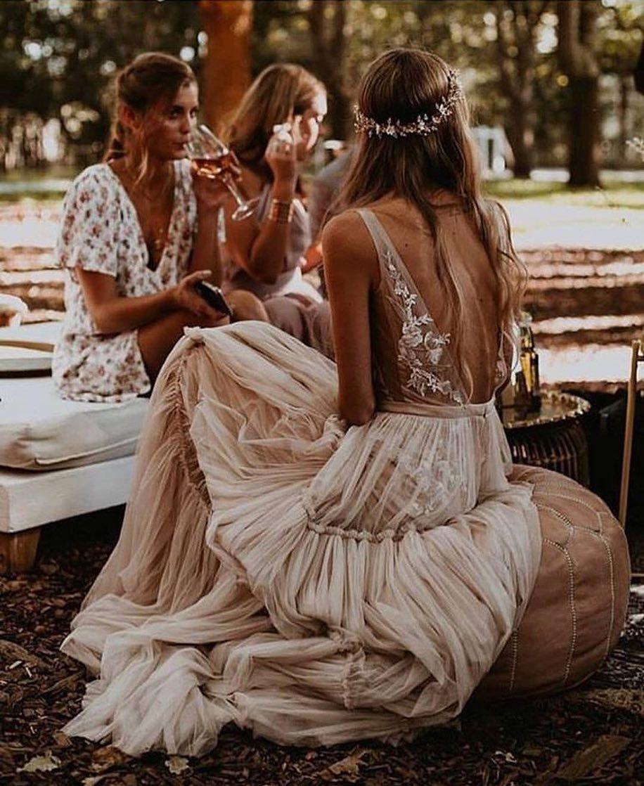 """Photo of Ideal Guest Margarita ✨ en Instagram: """"¡Novias diferentes, originales y boho chic! ¡Los vestidos de @ Berta son de ensueño! ¿Quién quiere una boda campestre, con el pelo suelto y con …?"""