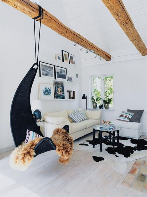 Ikea Ps Svinga Hangstoel.In The India Apartment The Architect Installed Hooks In The