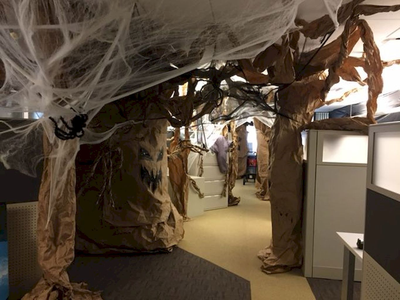 Halloween Office Decoration 70 Creepy Cubical Ideas Elonahome Com Office Halloween Decorations Halloween Cubicle Halloween Office