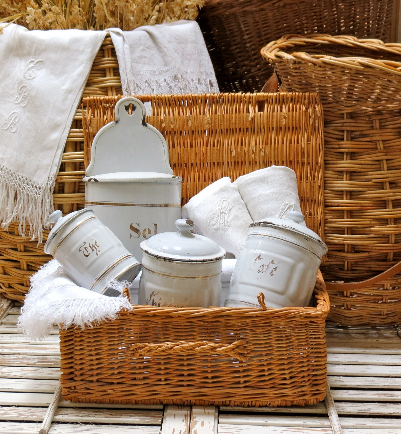 Lovely French Farm House Picnic Basket Love The Colors Of