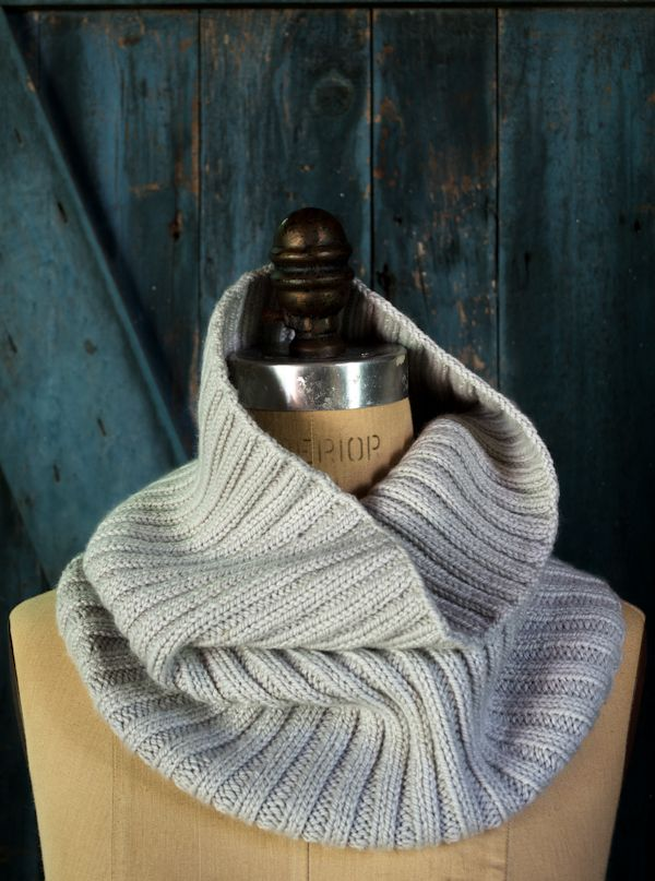 43a0dc24123 Lovely Ribbed Cowl in Worsted Twist