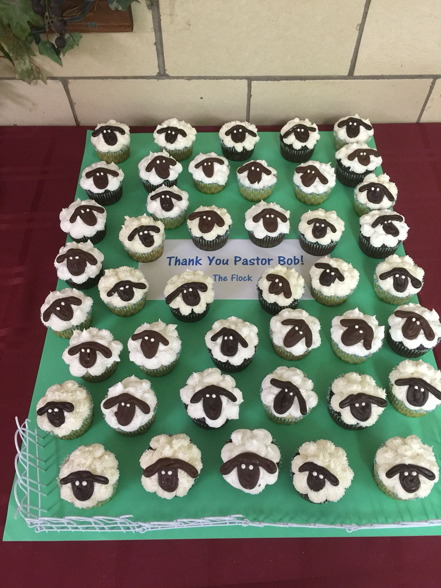 Ideas for pastor anniversary table - Pastor Appreciation Cupcakes