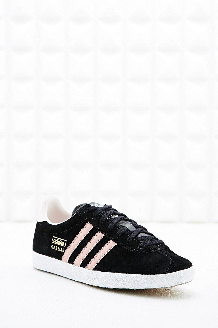 adidas - Baskets Gazelle en daim noir et rose | Suede trainers ...