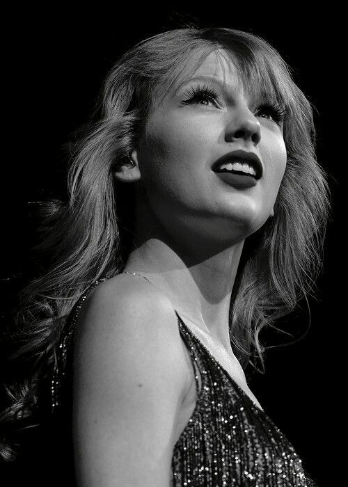 Taylor Swift Black And White 2020