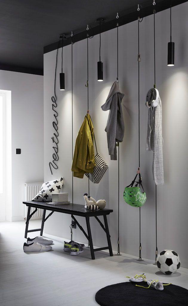 Pas De Placard Dans L Entree On Confectionne Son Propre Vestiaire Au Mur Amenagement Interieur Idee Deco Decoration Interieure