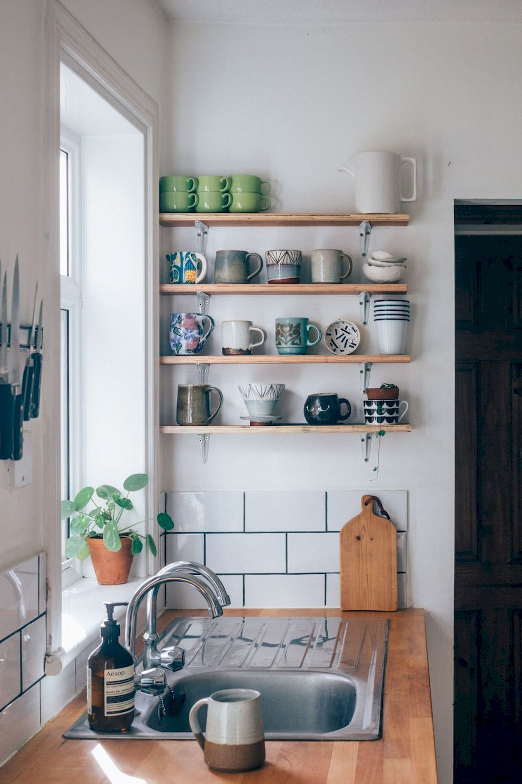 Astonishing Storage Ideas For Small Kitchens That Look Compact And
