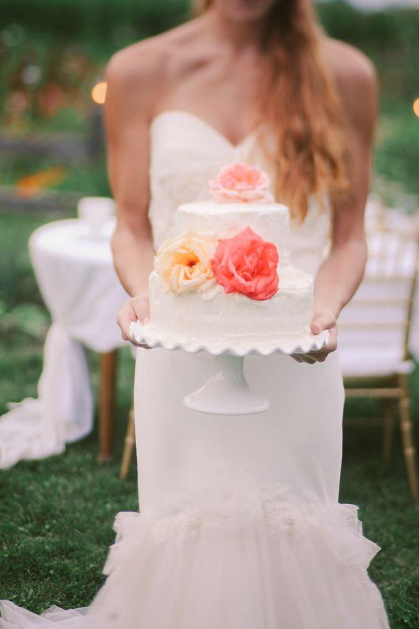 Simple white wedding cake by Penny Christians. #weddingcake #sweetandsimple #whitecake http://www.weddingchicks.com/2013/12/06/love-letter-wedding/