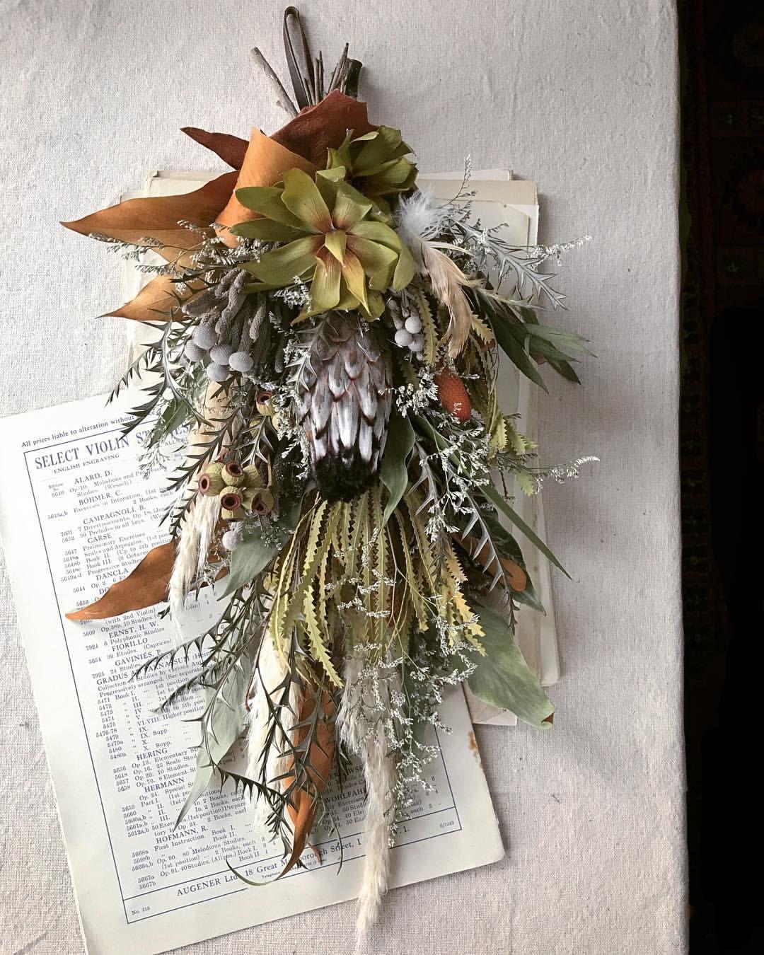 Dried Flowers Swag Cool な男の店へ 持ち手をレザーにすると 引き締まった印象 オブジェ感が増す かな Proteaniobe プロテア グレビレア バンクシア Banksia Grevillea ハンギングフラワー ドライフラワー クリスマス オーナメント